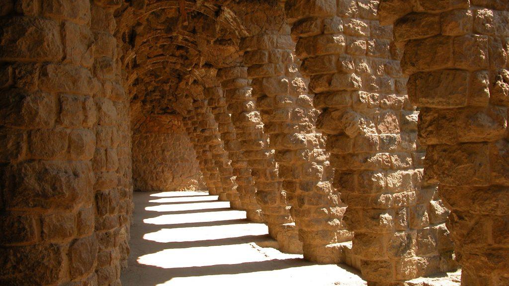 Park Guell diagonal columns