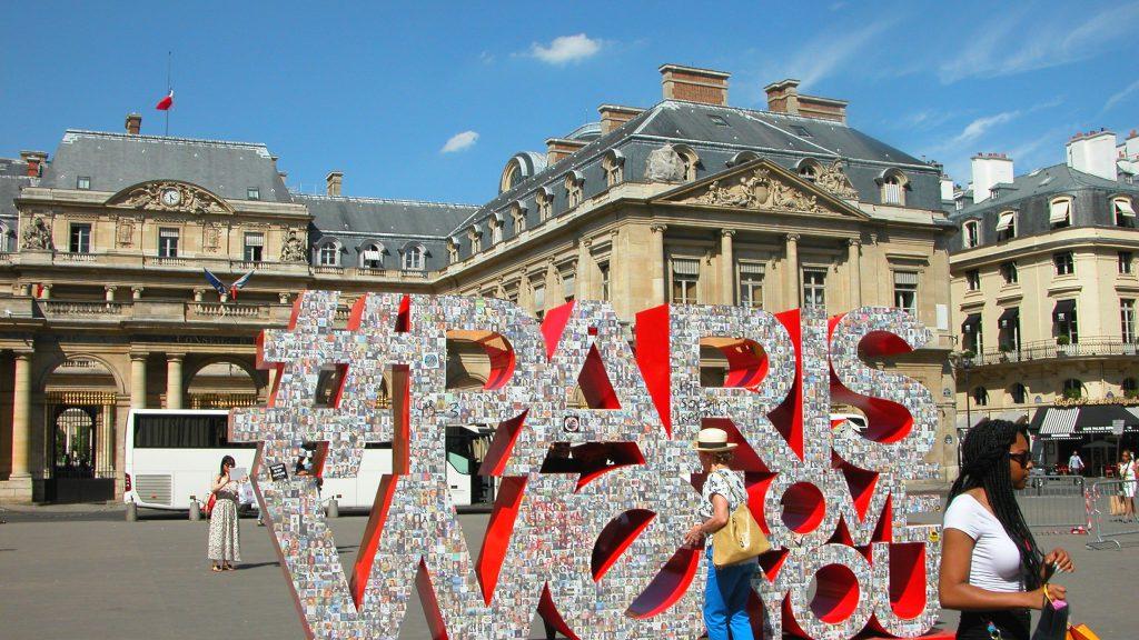 Paris art display